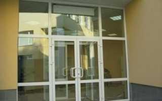В подъездах московских домов будут устанавливать стеклянные двери