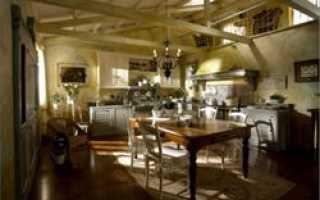 Деревянная мебель, стилизованная под старину, пользуется большим спросом