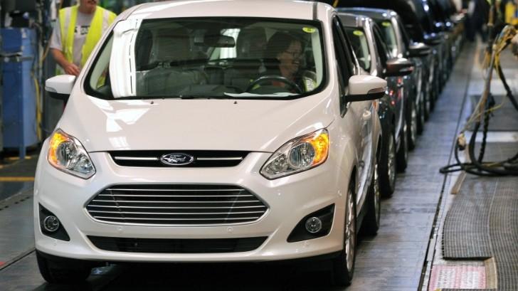 Ford - лидер по продажам