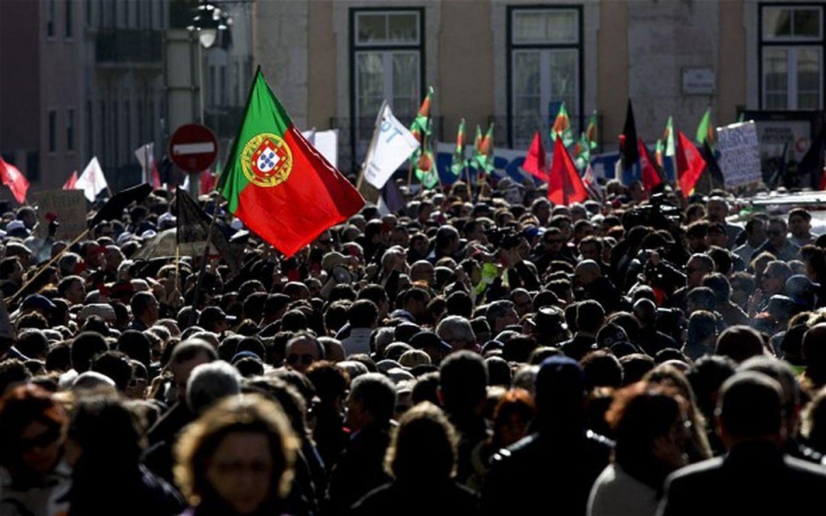 Чиновники устроили демонстрацию у стен резиденции премьер-министра Португалии