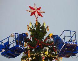 Демонтаж новогодней елки