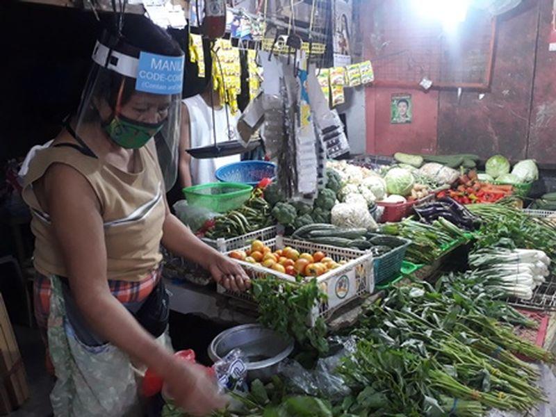 Продавцы в Маниле кроме масок обязаны носить лицевые экраны
