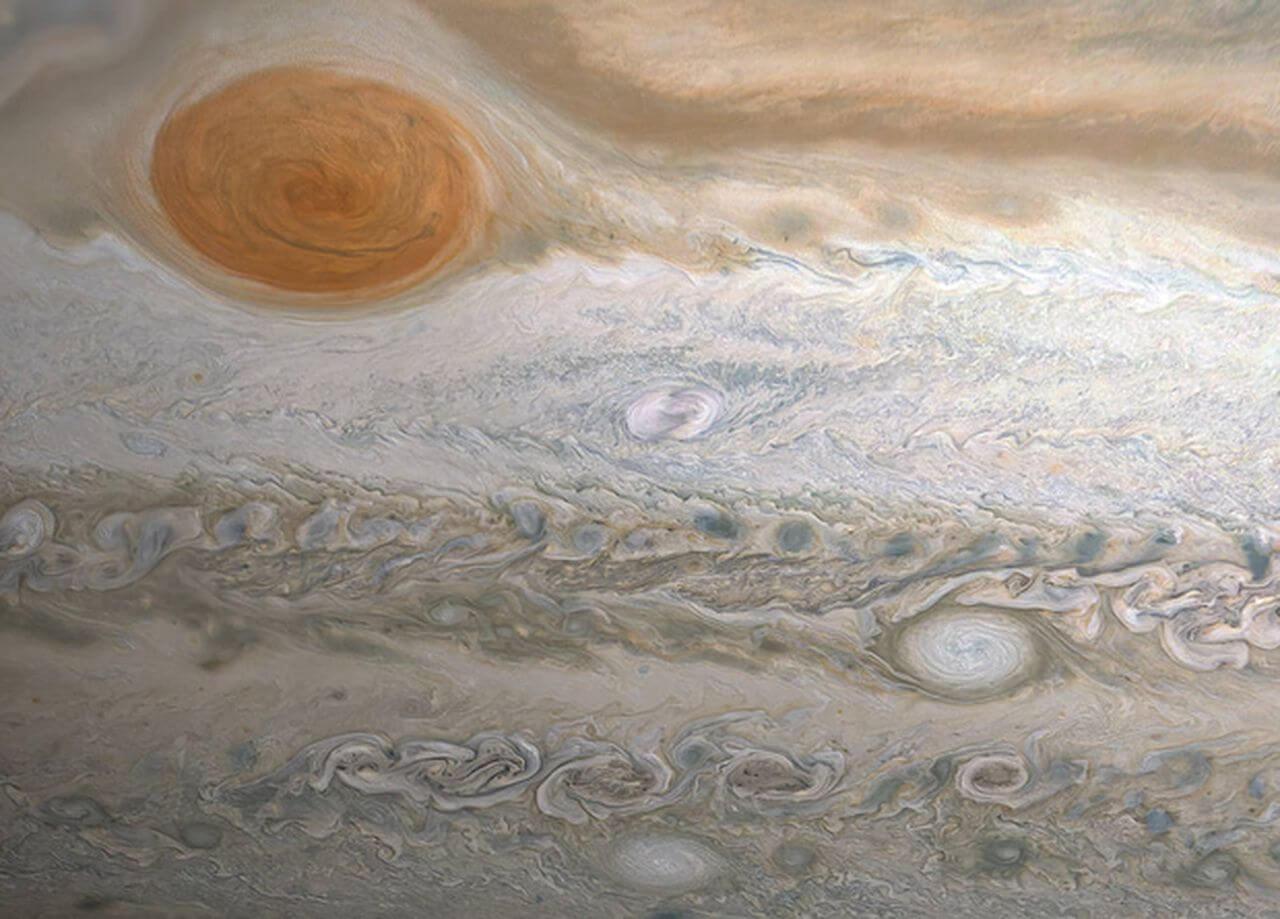 конвективный шторм на Юпитере