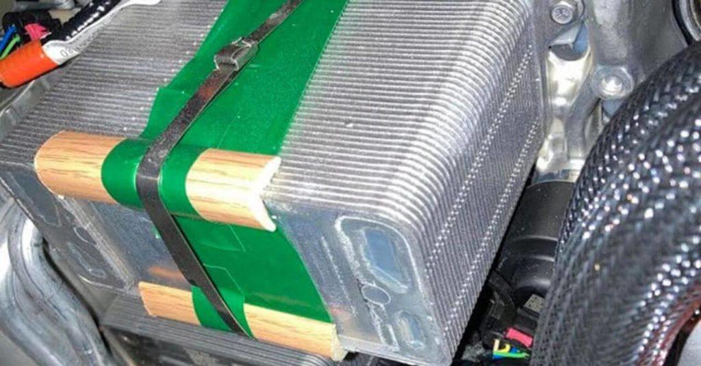 Отделка радиатора Tesla Model Y деревянными брусками