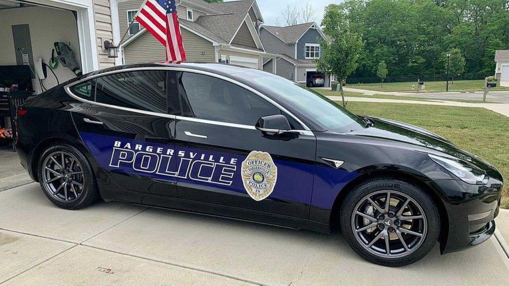 Tesla Model 3 полицейская